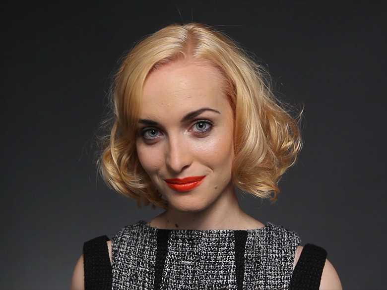 Frauen mit klassischer Frisur